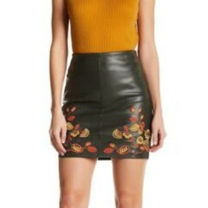 ROMEO & JULIET Dark Green Faux-Leather Mini Skirt